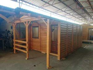 Izgradjena-tipska-drvena-montazna-brvnara-od-poluoblica-na-Avali
