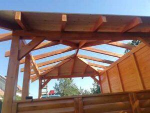 moderni Letnjikovac od drvenih masivnih stubova-Despotovac