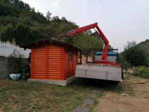 Izgradjena montazna kucica od drveta-brvnara od poluoblica Sarin Ranc na Tisi