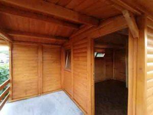 Brvnara sa cenama izgradjena od poluoblica u Svilajncu, Hrast Petkovic